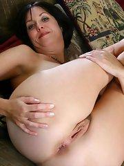 Chubby mature caress her moist slit